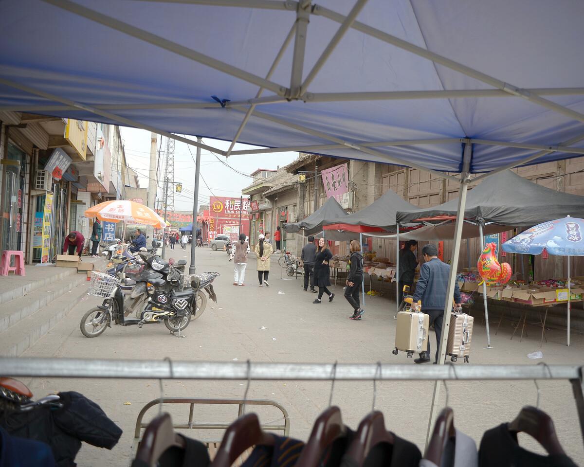 2019年4月 山西临汾 临街的小摊位