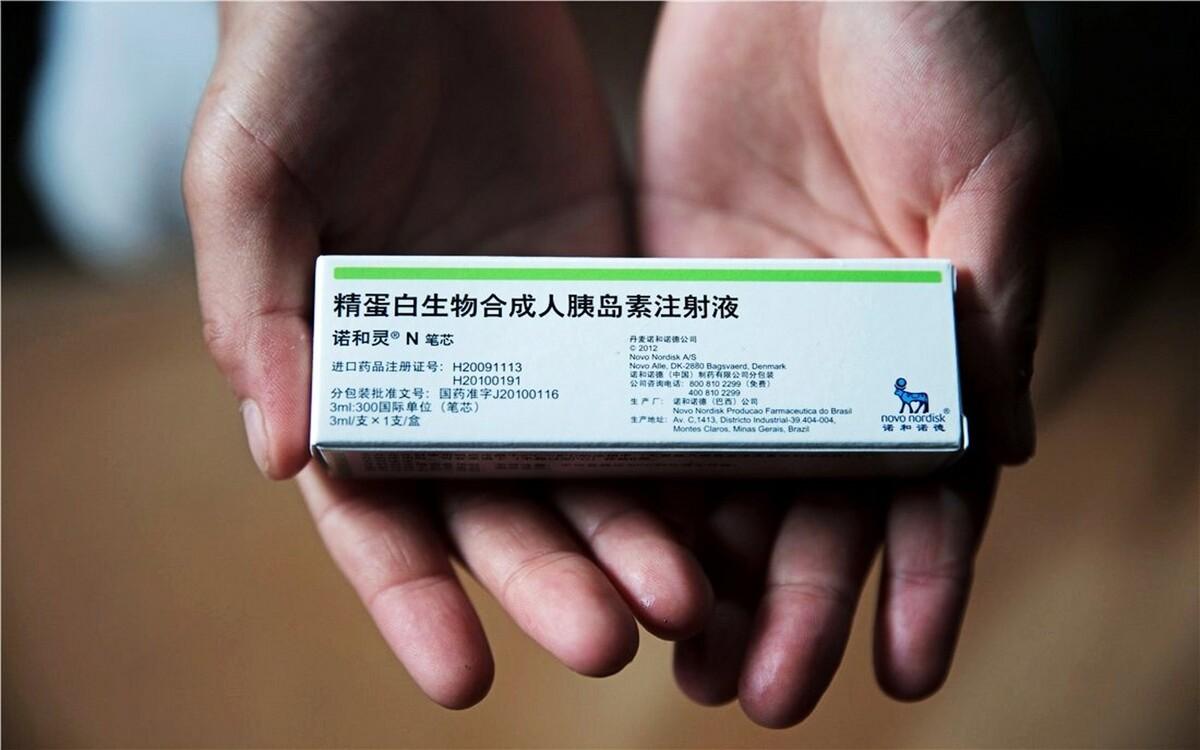 """这一支胰岛素是李芊每天需要注射的药品。每天吃饭前半小时,李芊都要准时给自己注射。当问到她疼不疼时,她淡淡地笑着,说了一句:""""习惯了!""""她的愿望是做一个医生,以后可以专门治疗像她那样生病的人。"""