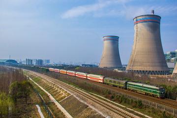 长兴热电厂旁末班K4073次通过