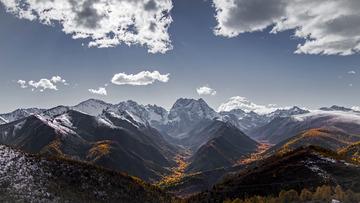 秋天的白马雪山