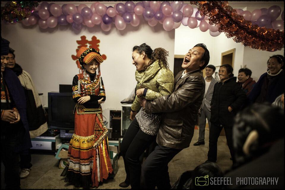 彝族婚纱摄影_彝族婚纱照片
