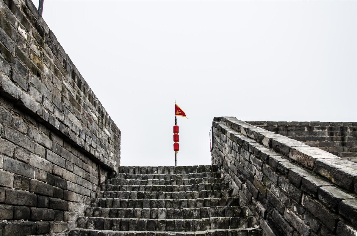 澳门手游黄金城-中国日报:扰乱警员婚礼 暴徒们怎么这么下三滥呢