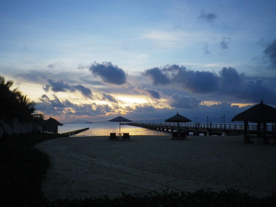 傍晚的沙滩很安静<br />