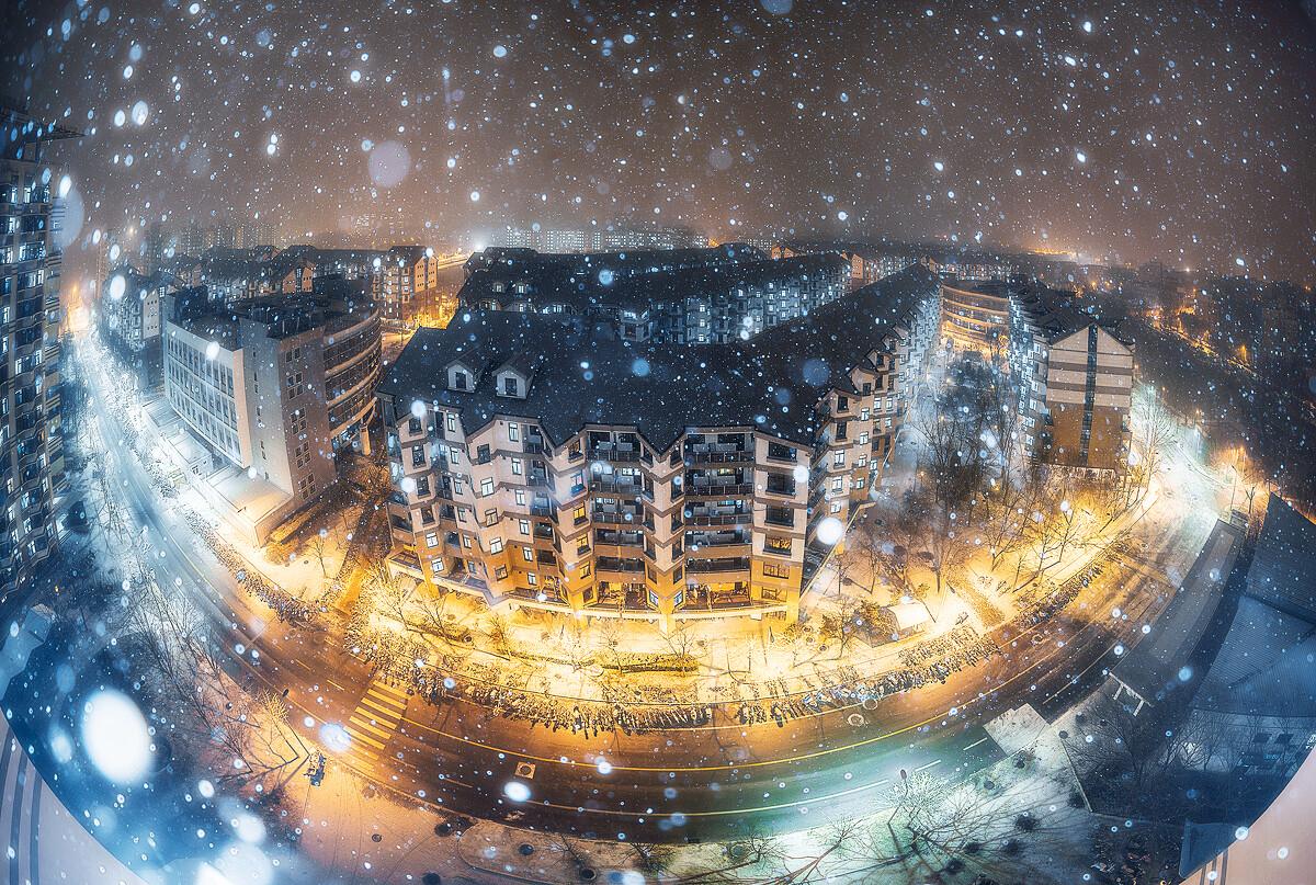 一月 清华园 紫荆公寓 暴雪水晶球