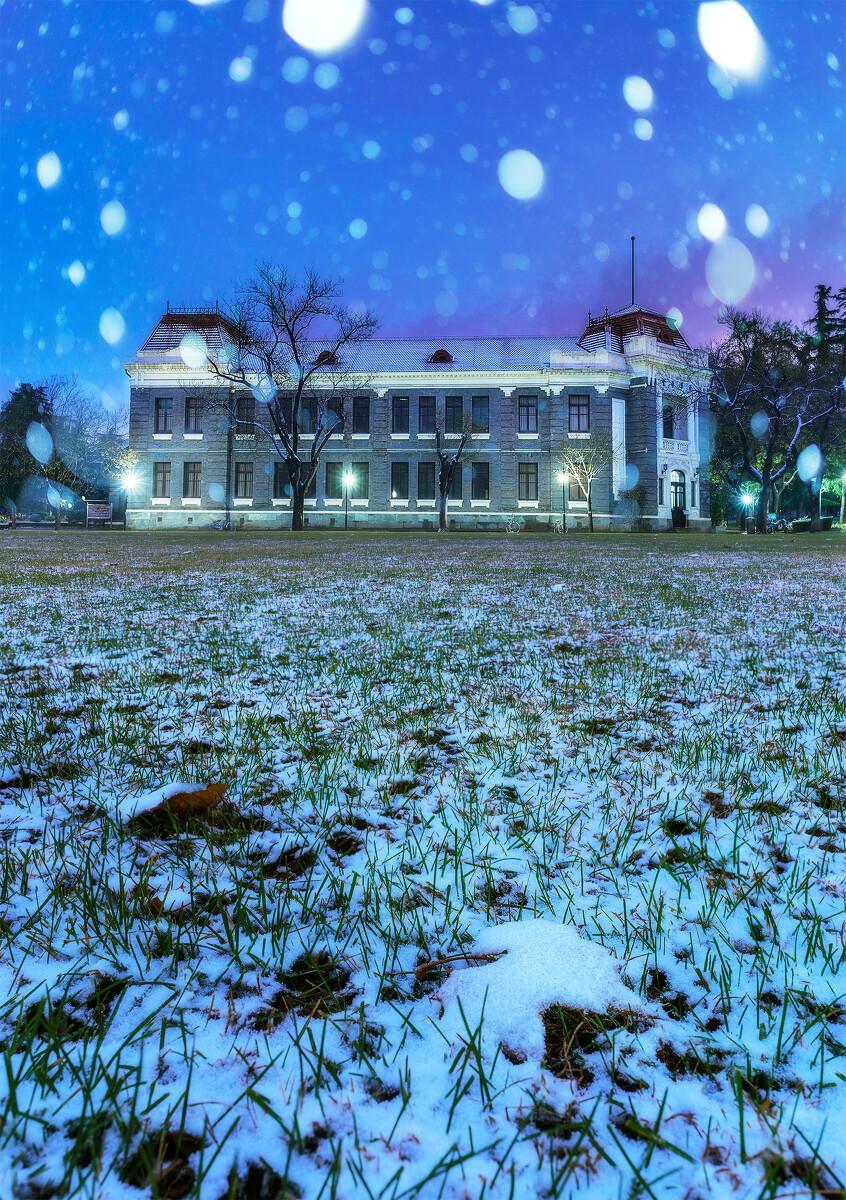 十一月 京城初雪 蓝色时刻的清华学堂