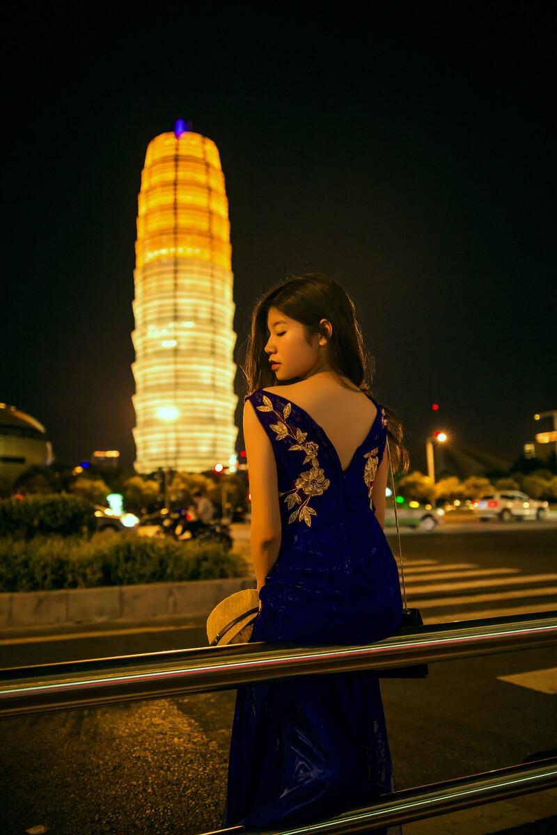 喧闹的街,寂寞的夜 - 人像, 郑州, 喜欢山水, 夜景