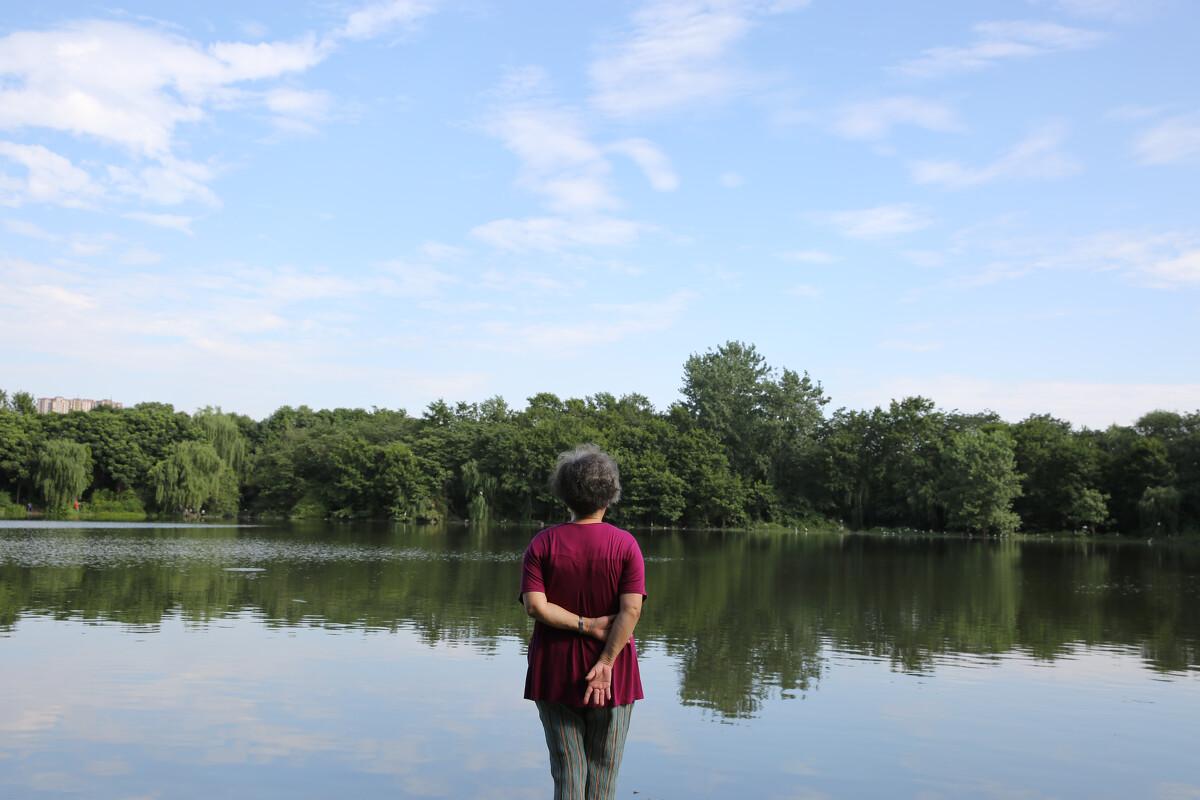 湖边的老人