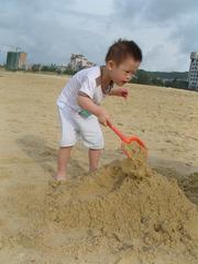 3周岁玩沙子